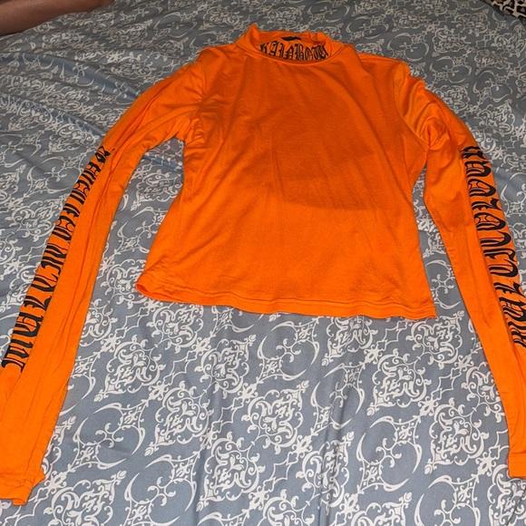 Orange long sleeve tight shirt